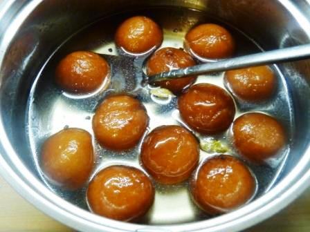 Gulab jamun recipe with milk powder with video home made gulab jamun with milk powder forumfinder Gallery