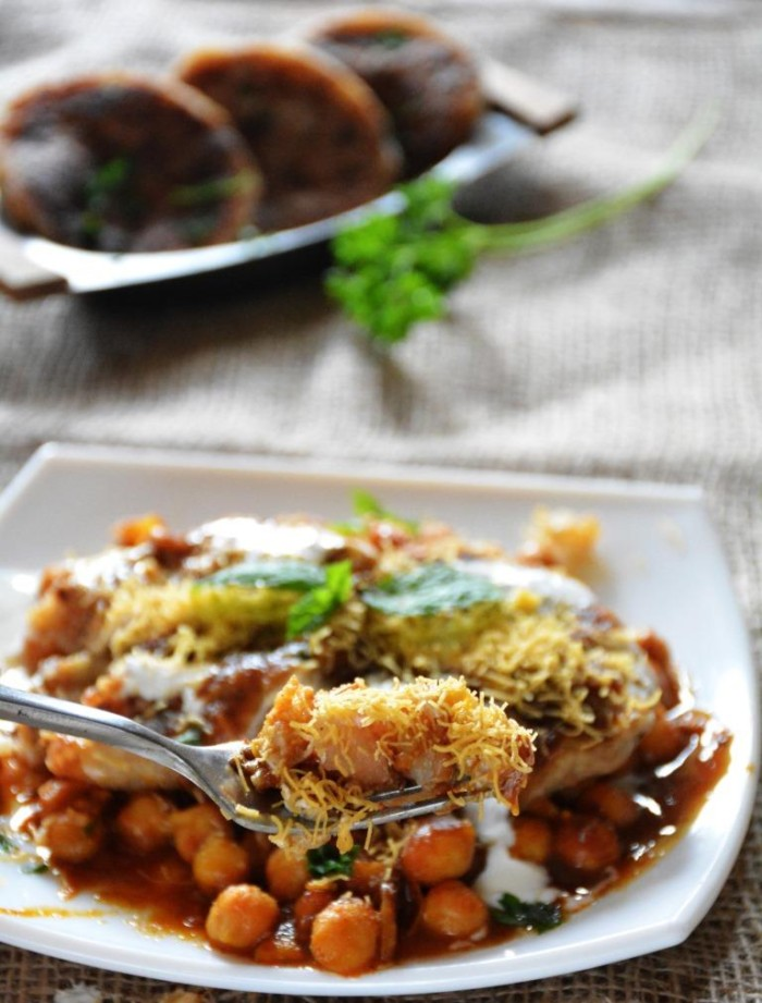 How to make chole aloo tiiki chaat