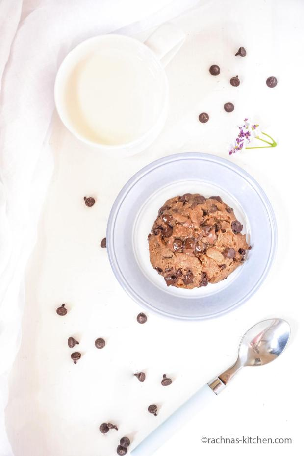 Chocolate chips cookie in a minute